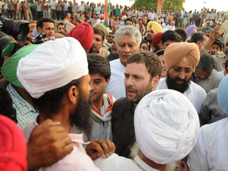AICC vice-president Rahul Gandhi interacting with farmer at Sirhind grain market on Tuesday. Bharat Bhushan/HT