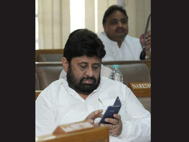 Congress councillor Pardeep Chhabra's entire focus is on his phone. Kindly share, what's keeping you busy there ?
