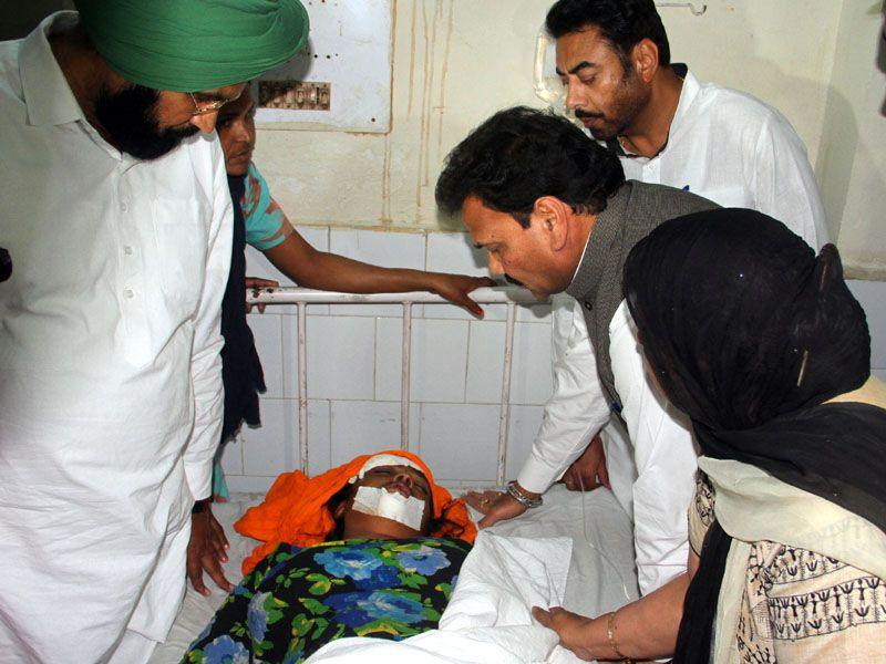 National Commission for the SC/ST vice-chairman Rajkumar Verka inquiring about the health of mother of the victim at Moga civil hospital. JS Grewal/HT