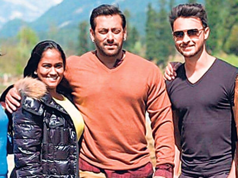 Arpita Khan (left) along with husband Aayush Sharma (right) visited brother Salman Khan in Kashmir, where he is shooting for Bajrangi Bhaijaan. (instagram.com/arpitakhansharma)