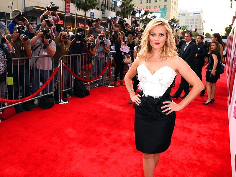 Reese Witherspoon strikes a pose on the red carpet at the premiere of New Line Cinema and Metro-Goldwyn-Mayer's Hot Pursuit at TCL Chinese Theatre on April 30, 2015 in Hollywood, California. (Photo: AFP)
