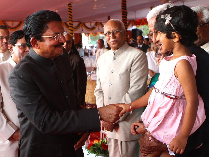 Maharashtra governor C Vidyasagar Rao interacts with a little girl after on the occasion of 55th Maharashtra Day at Shivaji Park, in Mumbai. (Arijit Sen/HT photo)