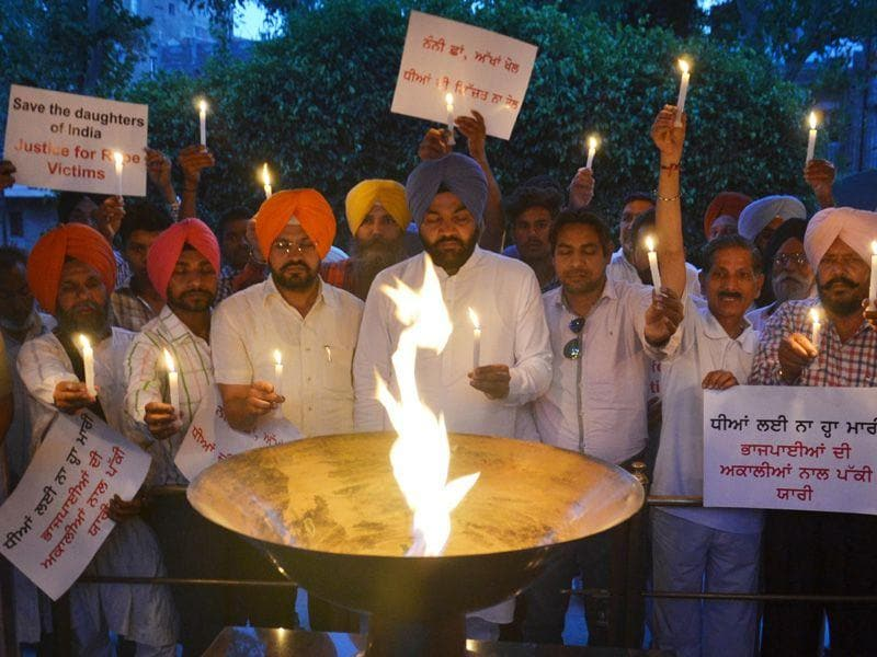 Members of Amritsar district Congress rural holding candlelight vigil in memory of 13-year-old girl in the Moga molestation incident at Jallianwala Bagh in Amritsar. Sameer Sehgal/HT