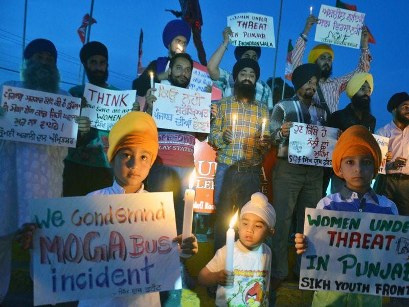 Members of the Sikh Youth Front hold candlelight vigil in memory of 13-year-old girl in the Moga molestation incident at Hall Gate in Amritsar. Sameer Sehgal/HT
