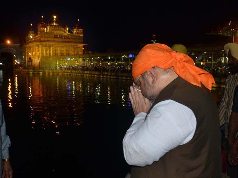 BJP chief Amit Shah paying obeisance at Golden Temple in Amritsar on Saturday. Sameer Sehgal/HT