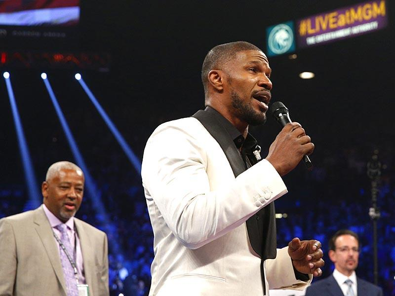 Jaime Foxx sings the US national anthem before the start of the Floyd Mayweather Jr., vs Manny Pacquiao welterweight unification fight on May 2, 2015 in Las Vegas, Nevada. (Photo: AFP)