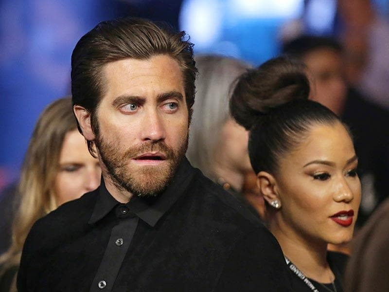 Actor Jake Gyllenhaal watches the action before the start of the world welterweight championship bout between Floyd Mayweather Jr., and Manny Pacquiao, on May 2, 2015 in Las Vegas. (Photo: AP)