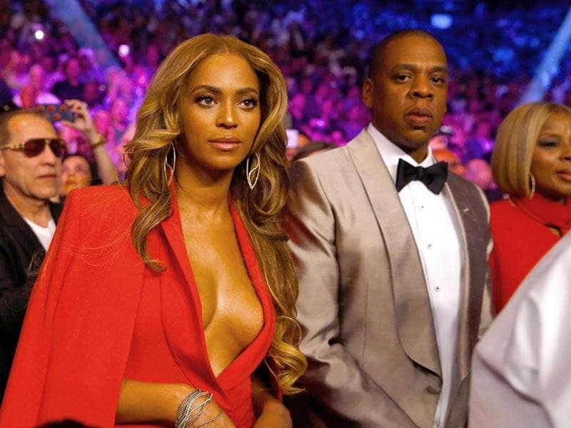 Beyonce Knowles and Jay Z attend the welterweight unification championship bout on May 2, 2015 at MGM Grand Garden Arena in Las Vegas, Nevada. (Photo: AFP)