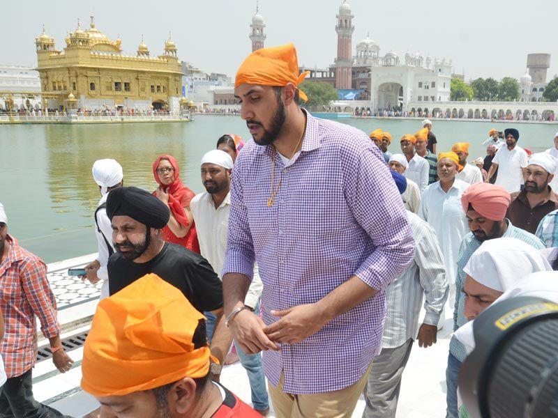 Sim Bhullar paying obeisance at Golden Temple in Amritsar on Tuesday. Sameer Sehgal/HT