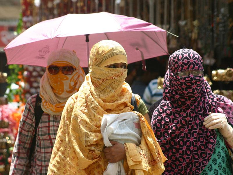 Girls protect them from scorching heat, as the day temperature shot in Bhopal on Wednesday. (Bidesh Manna/HT photo)