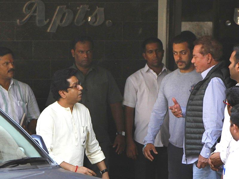 MNS chief Raj Thackeray came to visit Salman Khan after the actor was convicted and sentenced to five years imprisonment in the 2002 hit-and-run case. (Satish Bate/HT photo)