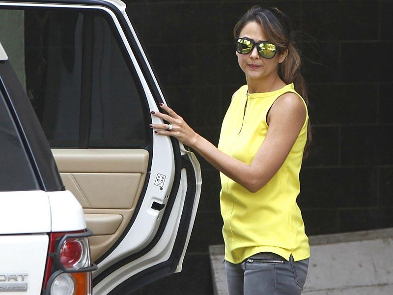 Bollywood actress Amrita Arora also visited Salman Khan's Bandra residence, a day after the superstar was convicted in the 2002 hit-and-run case. (Satish Bate/HT photo)