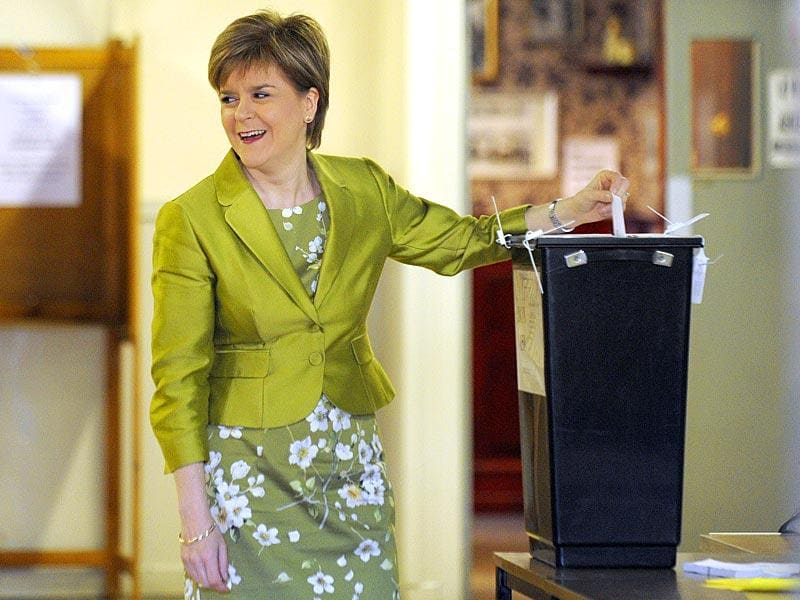 Scotland's First Minister and Leader of the Scottish National Party (SNP) Nicola Sturgeon casts her vote at the Broomhoouse Community Hall in Glasgow, Scotland. (AFP Photo)