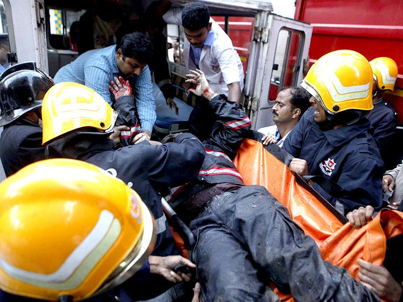 A fireman injured in south Mumbai's Kalbadevi blaze being rushed to the hospital. (Pratham Gokhale/HT photo)