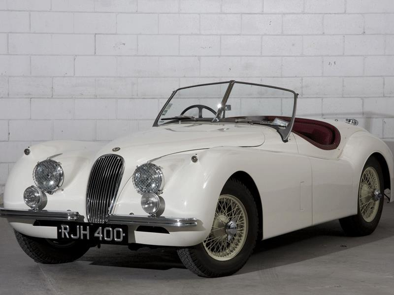 1954 Jaguar XK120 Roadster : This prestigious roadster owes its name to the maximum speed it was capable of attaining (120mph, or a little more than 190km/h). This particular model was a participant in several rally races. Valued at $370,000 to $430,000. Photo:AFP