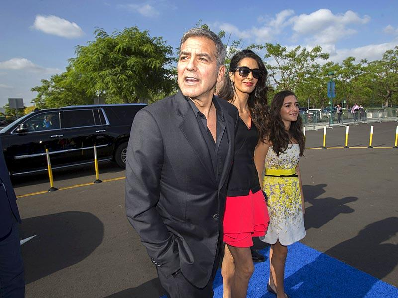 George Clooney poses with his wife Amal and her niece Mia Alamuddin at the premiere of Tomorrowland in California. (Reuters photo)