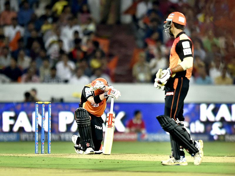 David Warner was dejected when he fell to a soft dismissal in the 18th over. His wicket allowed Punjab to fight back. (Arijit Sen/HT Photo)