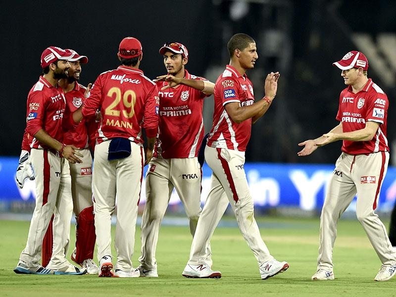 Beuran Hendricks dismissed both David Warner and Eoin Morgan as KXIP fought back in the final overs of the Sunrisers innings. (Arijit Sen/HT Photo)
