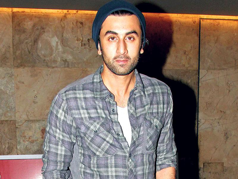 Ranbir Kapoor exudes casual chic at a special screening of Bombay Velvet in Mumbai. (HT photo/Yogen Shah)