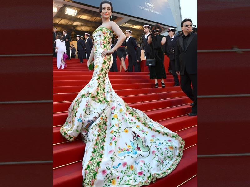 Fan Bingbing wore a spectacular gown decorated with a train and traditional motifs.