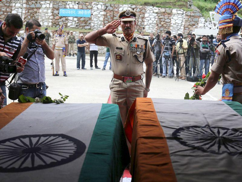 Paramilitary officer pays tribute to the slain CRPF soldiers during a a wreath-laying ceremony at Humhama Regimental Centre. Waseem Andrabi/HT
