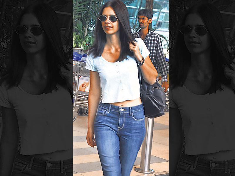 Denim diva: You can't go wrong with a snug pair of denims. While sporty high-tops are a great choice for a diva on the go, Kalki Koechlin off-sets her casual style with a button-down crop top and gold-rimmed Lennon glasses.