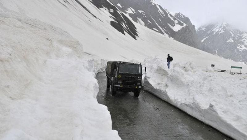 The 434 km long road was closed following heavy snowfall in December. Waseem Andrabi/HT