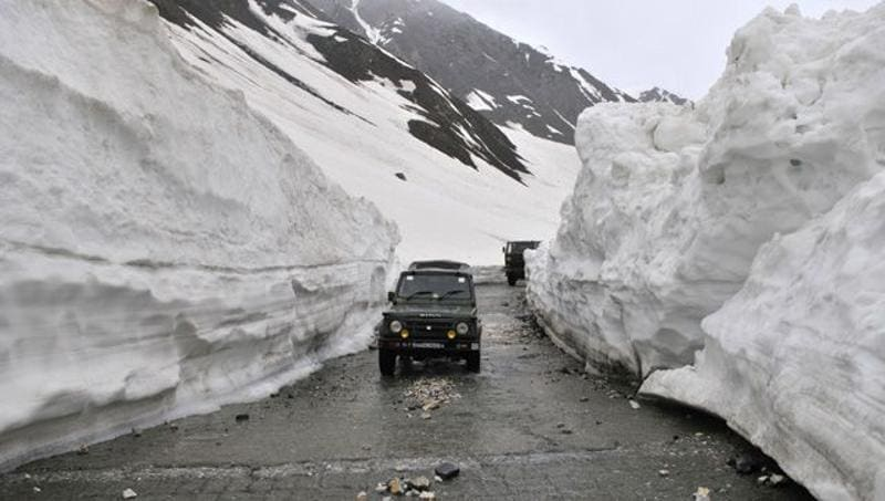 The snow clearance operations, on the road where 18 to 50 feet of snow had accumulated, commenced on March 21 this year and were completed in the first week of this month. Waseem Andrabi/HT