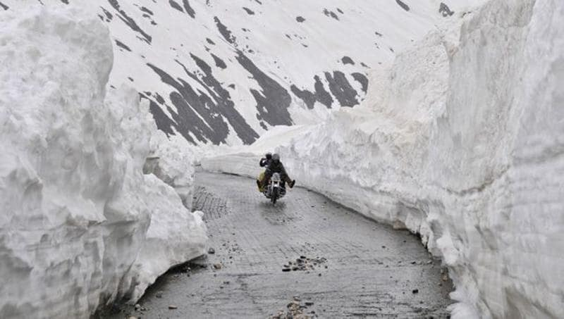 The Pass attracts the heaviest snowfall during the winter and as such it remains closed to traffic usually for five to six months in a year.Waseem Andrabi/HT