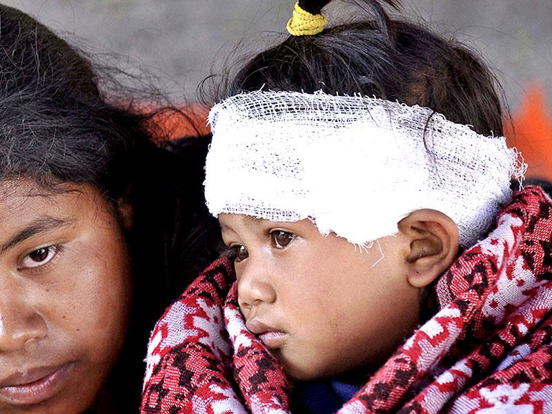 Earthquake victims get treatment at medical camps in Dolakha, Nepal. (Burhaan Kinu/ HT Photo)
