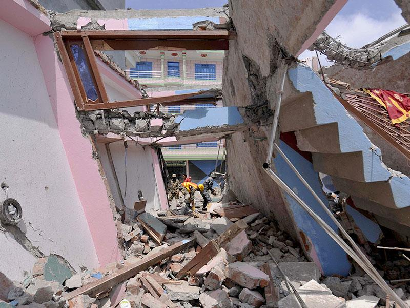 Collapsed buildings and houses after a fresh earthquake in Nepal. (Burhaan Kinu/ HT Photo)
