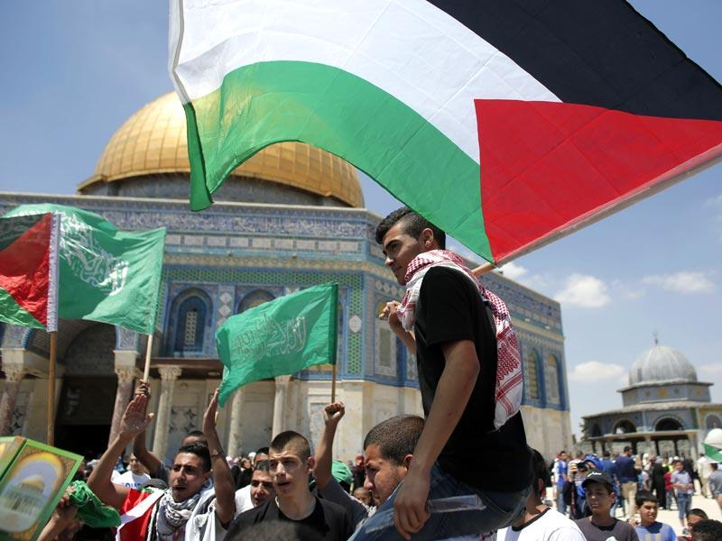 Palestinians wave national flags as they demonstrate on the Al-Aqsa mosque compound in the Old City of Jerusalem to mark the 67th anniversary of the Nakba on May 15, 2015. 'Nakba' means in Arabic 'catastrophe' in reference to the birth of the state of Israel 67-years-ago in British-mandate Palestine, which led to the displacement of hundreds of thousands of Palestinians who either fled or were driven out of their homes during the 1948 war over Israel's creation. (AFP Photo)