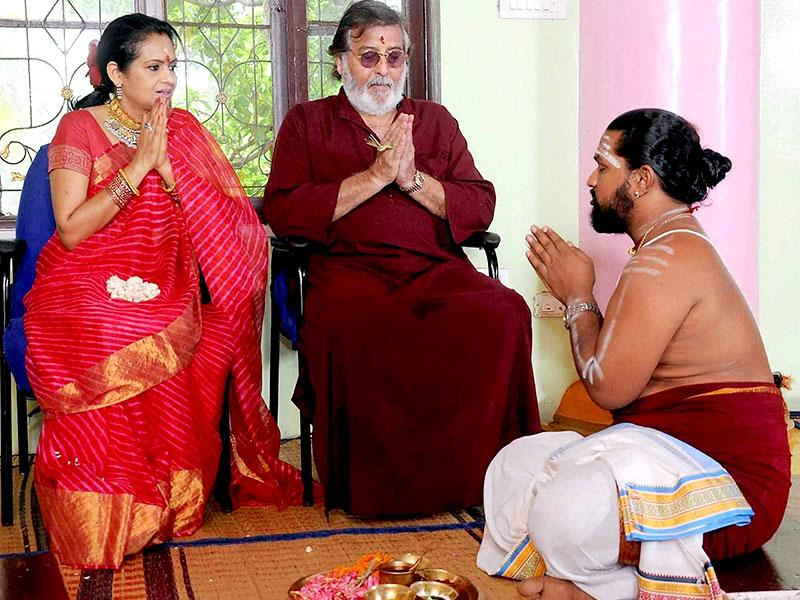 Vinod Khanna and his wife Kavitha perform a puja to celebrate their 25th wedding anniversay in Bengaluru on Friday. (PTI Photo)