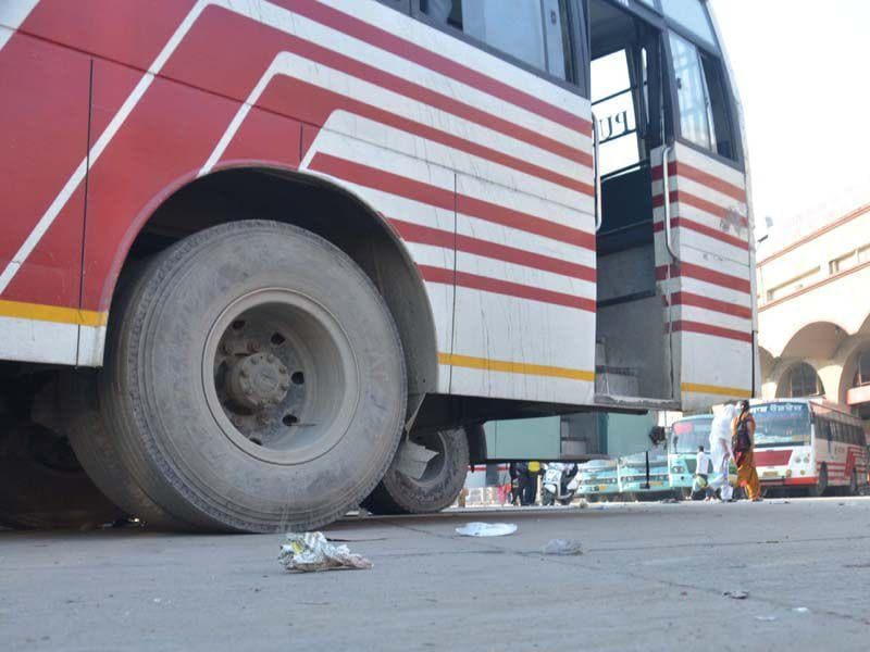 Private buses remain parked at the bus stand as service remained suspended due to protest call by bus operators on Saturday. Sameer Sehgal/HT