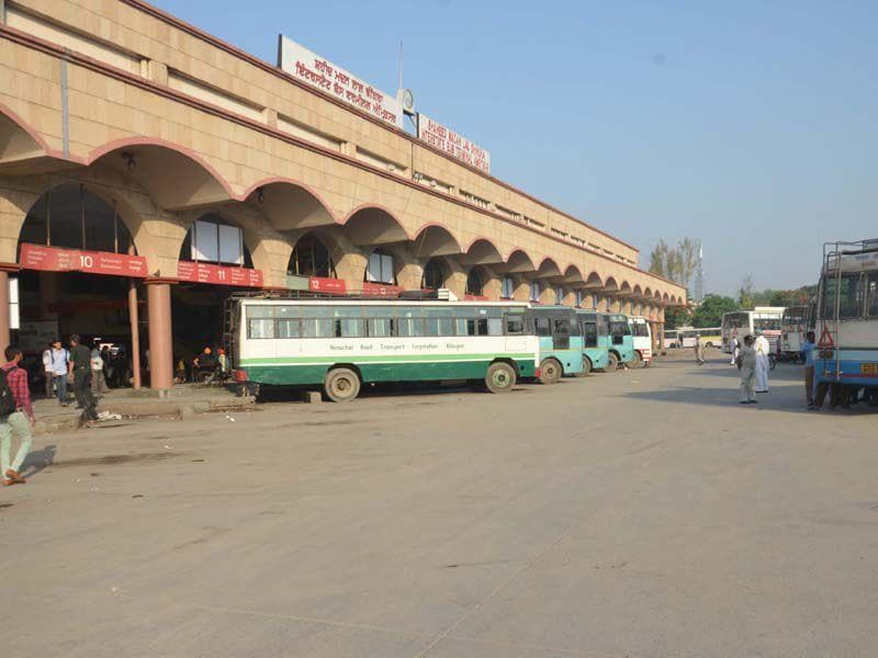 Bus stands bears a deserted look as private buses suspend services on Saturday. Sameer Sehgal/HT