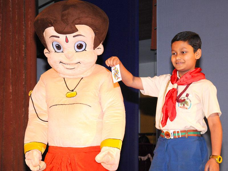 To add a fun element, Chhota Bheem from Dholakpur gave a surprise visit to the students while their paintings were being judged. (HT PACE/S Burmaula)
