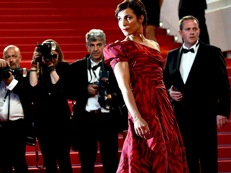 Noomi Rapace poses as she arrives for the screening of the film, The Sea of Trees, at the 68th Cannes Film Festival in Cannes. (AFP photo)
