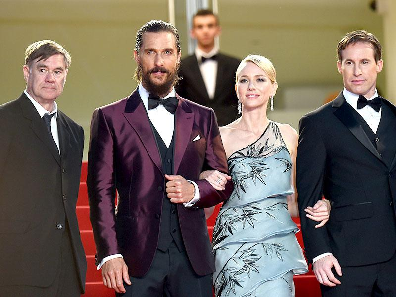 US director Gus Van Sant, US actor Matthew McConaughey, British actor Naomi Watts and US writer and producer Chris Sparling pose as they arrive for the screening of the film The Sea of Trees at the 68th Cannes Film Festival. (AFP photo)