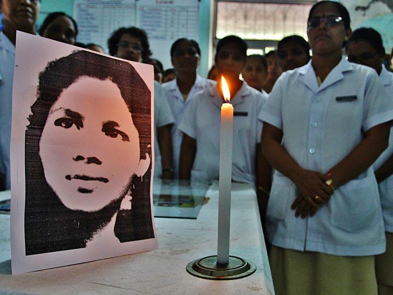 Nurses at the Thane civil hospital pay tribute to Aruna Shanbaug who died at the KEM hospital, after being in a vegetative state for more than four decades following her brutal rape in 1973. (Photo: Praful Gangude)
