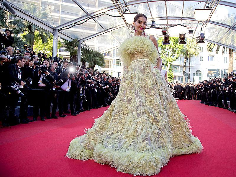 After an impressive first appearnce in a Ralph and Russo gown, Sonam Kapoor walked the Cannes red carpet again. In Ellie Saab couture this time, the actor got mixed reaction for her, erm, feathery look. (AFP)