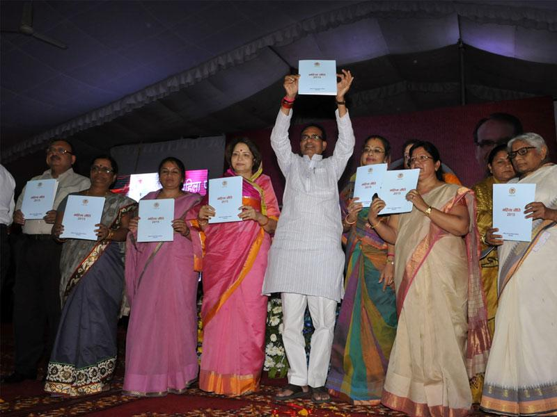 Chief Minister Shivraj Singh Chouhan releases the draft women's policy during Mahila Panchayat in Bhopal on Tuesday. (Praveen Bajpai/HT photo)