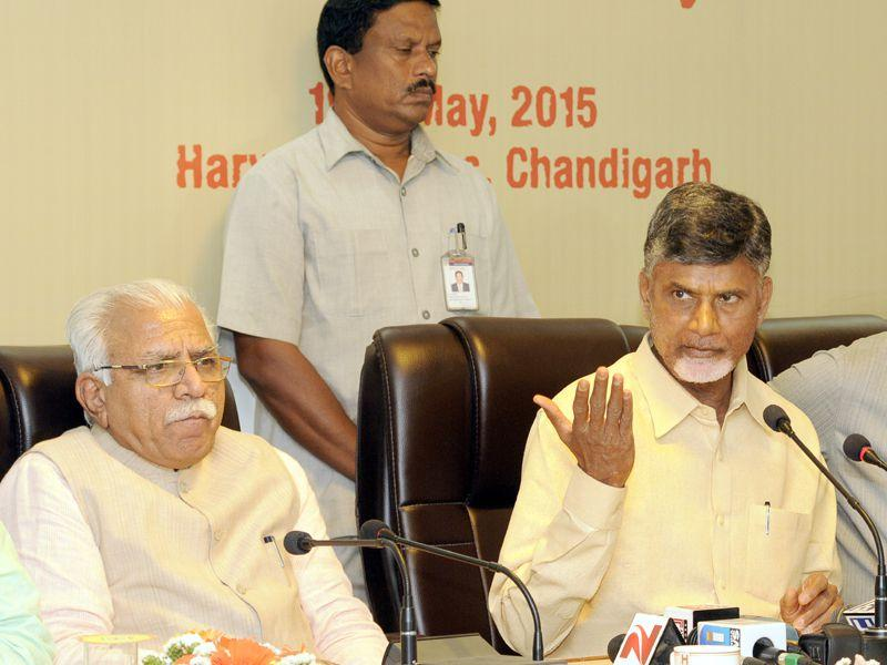 Haryana CM Manohar Lal Khattar,CM Andhra Pradesh Chandrababu Naidu along with CM of Mizoram Lal Thanhawal addressing the media persons at Haryana Niwas, Chandigarh. Gurpreet Singh/HT
