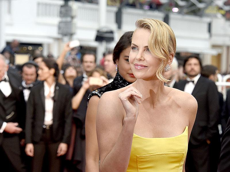 Charlize Theron kept things classic with cleverly highlighted bronzed skin, shimmery lips and metallic eye-shadow.