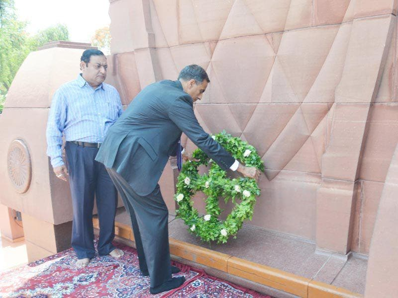 US ambassador to India Richard Rahul Verma laying a wreath to pay tribute to the martyrs of Jallianwala Bagh tragedy in Amritsar on Wednesday. Sameer Sehgal/HT