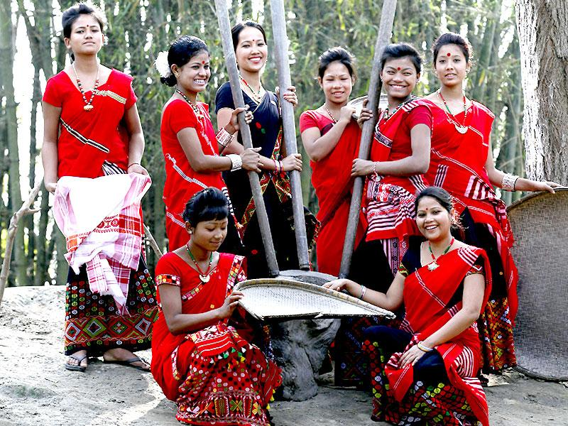 The Mishing are the largest tribe in Majuli. Originally from the mountains of Arunachal Pradesh, they have been living on the island for many hundred years now