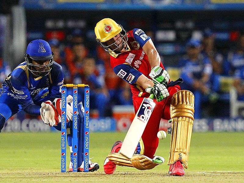 RCB had a poor start, scoring only 60 in the first 10 overs. AB de Villiers, however, upped the tempo and scored a blistering 66 off 38 balls to bring his team back into the must-win contest. (Arijit Sen/HT Photo)