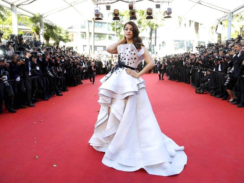 Aishwarya Rai Bachchan poses as she arrives for the screening of the film Youth at the 68th Cannes Film Festival. (AFP photo)