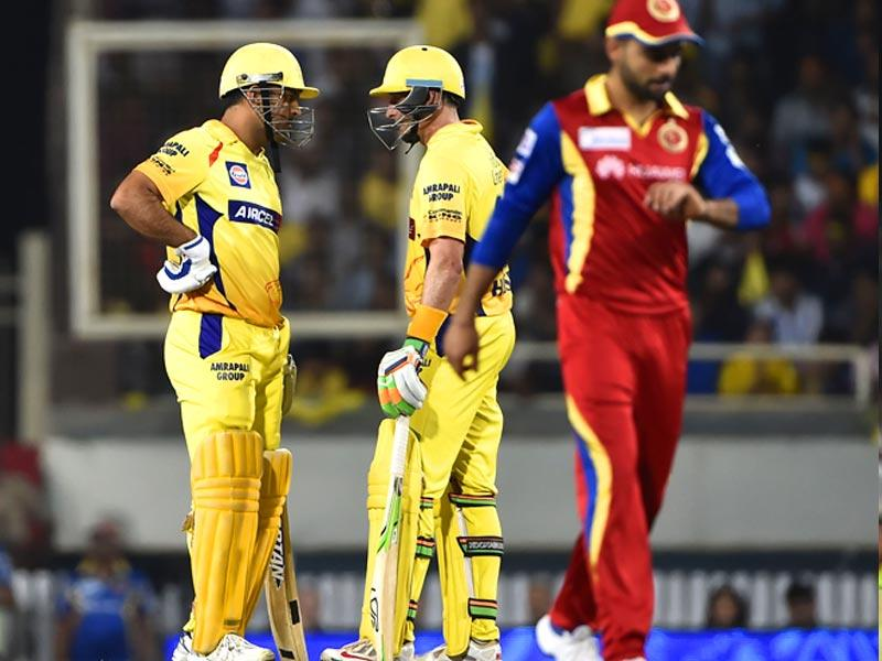 Chennai Super Kings' (CSK's) MS Dhoni and Michael Hussey have a chat in the middle while Royal Challengers Bangalore (RCB) skipper Virat Kohli walks away during their Indian Premier League (IPL) 2015 Qualifier 2 match in Ranchi on May 22. (Parwaz Khan/HT Photo)