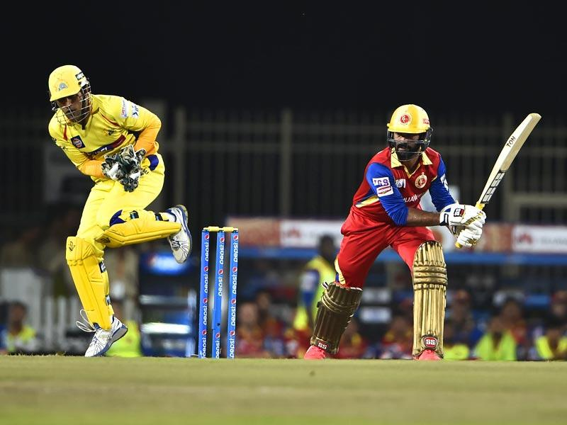 Dinesh Karthik of Royal Challengers Bangalore (RCB) in action against Chennai Super Kings (CSK) during the Indian Premier League (IPL) 2015 Qualifier 2 match between the two sides in Ranchi on May 22. (Parwaz Khan/HT Photo)