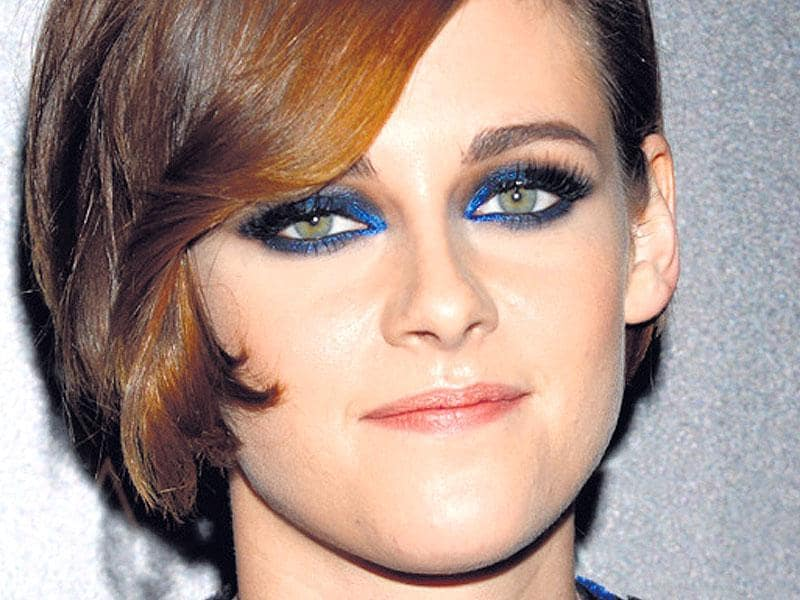 Perfect actor Kristen Stewart's lapis hued peepers by applying lapis eyeshadow half across the upper lash line and entirely near the lower lash line. Blend in sparkly black eyeshadow in the outer side of the eye. Apply kohl on your waterline and finish with mascara.